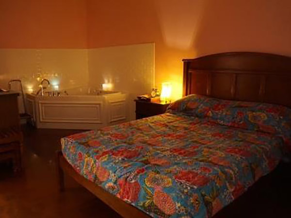 12. birth Center Pink Room candles
