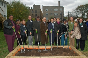 10/30/14 PCC Community Wellness Center hosts groundbreaking ceremony for new community farm in Chicago's Austin neighborhood